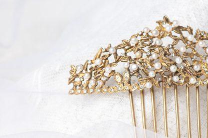 Peineta de novia de plata dorada con perlas y circonitas