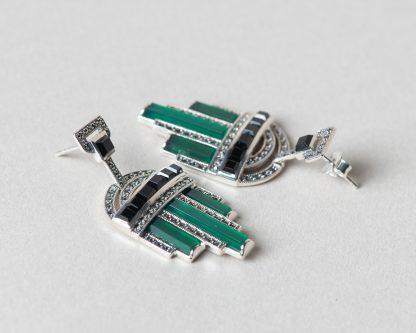 Pendientes Eloise realizados a mano en plata con marcasitas, jade verde natural y ónix