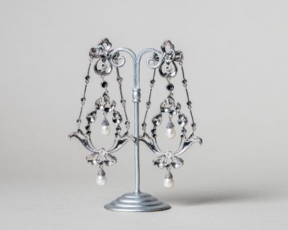 Pendientes Giardini realizados a mano en plata con marcasitas y perlas de agua dulce