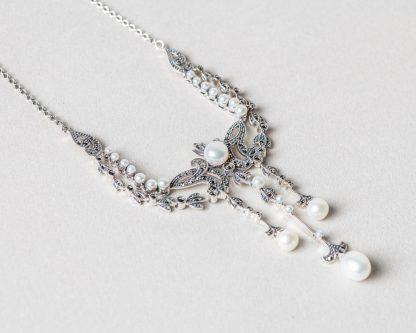 Collar Tiziana realizado a mano en plata con perlas de agua dulce y marcasitas