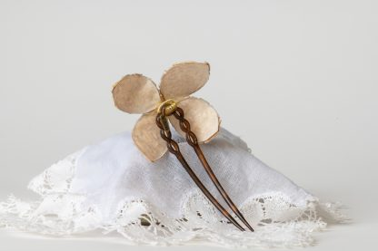 Peineta de madre perla color marfil