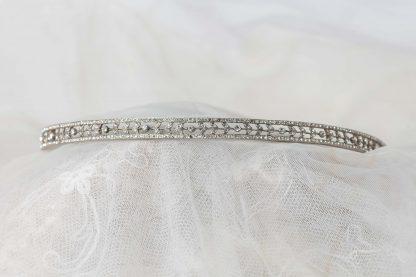 Tiara en plata y circonitas.