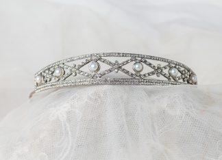 Tiara de plata con perlas de agua dulce circonitas