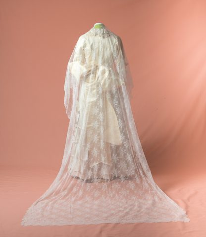 Mantilla de novia Nolina reproduccion del siglo XIX
