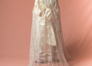 Velo antiguo de novia original de finales del Siglo XIX bordado a mano sobre tul de plumeti