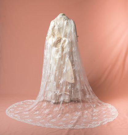 Velo amantillado de novia Olivo reproduccion del siglo XIX