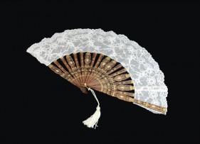 abanico-bouvardia-encaje-blanco-madera-novia-lopez-linares-1