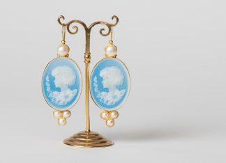 Pendientes de camafeo (cameos) en plata dorada y perlas