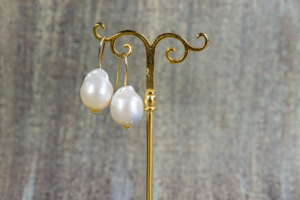 pendientes joven de la perla