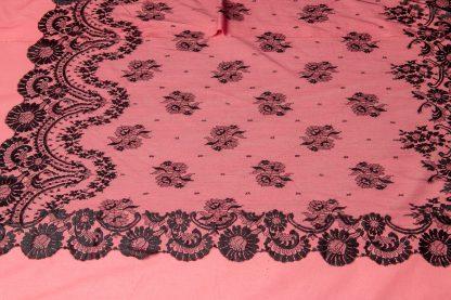 Mantilla Mons reproduccion de una pieza hecha en el siglo XIX en chantilly