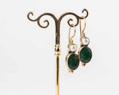 Pendientes en plata dorada con esmeralda y perlas