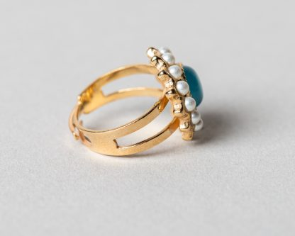 Anillo Adiel en plata dorada con perlas de agua dulce y calcedonio