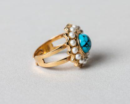Anillo Adiel en plata dorada con perlas de agua dulce y turquesa
