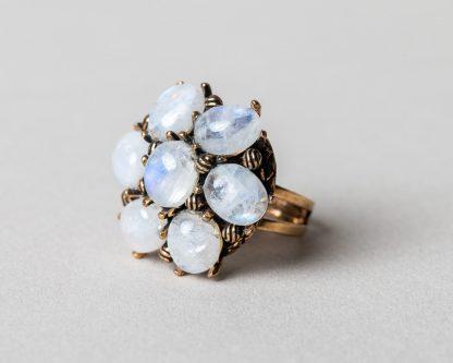Anillo Lucila en plata dorada con perlas de agua dulce y piedra de