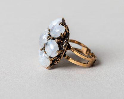 Anillo Lucila en plata dorada con piedra de la luna