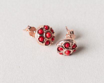 Pendientes Aplis coral. Realizados a mano son una reproduccion de una joya de la epoca Victoriana